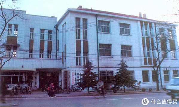 """1969年,海信前身""""青岛无线电二厂""""成立。"""