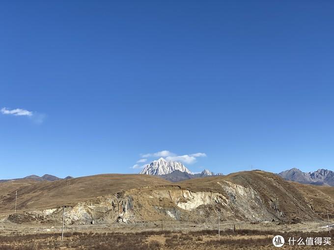 在塔公草原上看到的雪山,一开始我以为是贡嘎,后来人家告诉我这不是,说是雅拉雪山,无所谓了,反正看到雪山了。