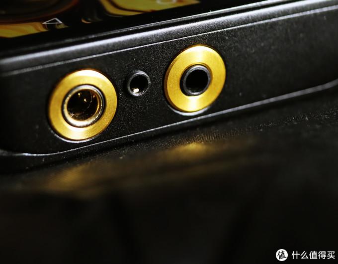 (DX300具有2.5/4.4mm接口及3.5mm接口满足更多耳塞需求)