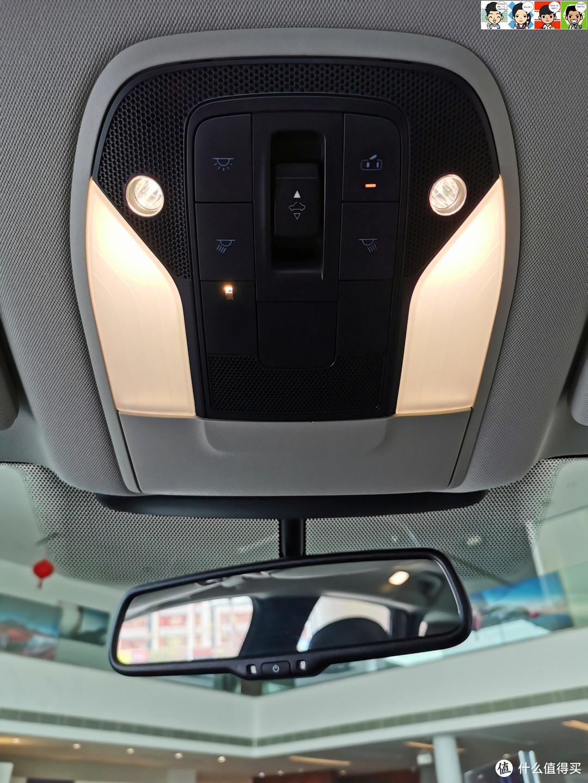 自动防眩目后视镜、眼镜盒、顶灯和天窗控制区域。