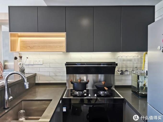 为了有个家,他买下49㎡公寓,改造装修一点不豪华,却有高级范