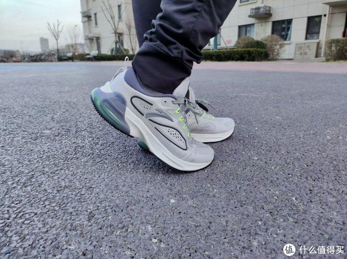 跑友不可错过的一双跑鞋,安踏与咕咚联合推出智能跑鞋