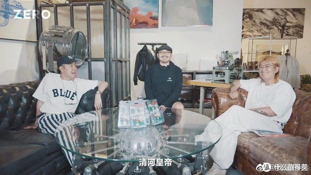 摘自我是伍叁微博,左边靳老师、中间伍叁、右边擦主席,王硕照片随便一搜没搜到就不搜了啊