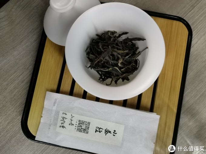 干茶的样貌,挺完整的条索,不碎,整条整条的