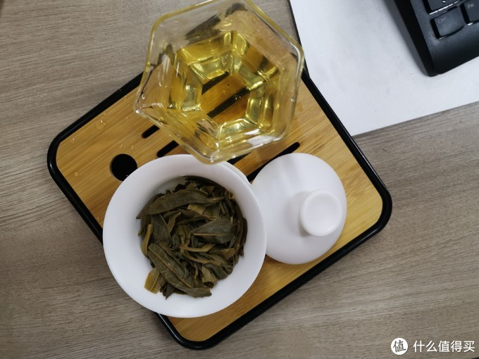 强烈的回甘.新茶的青味在第三泡慢慢的消散(和绿茶颇相似),甜韵明显