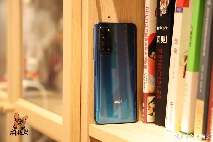 """1500元预算高颜值5G手机盘点:杨超越化身""""锦鲤""""惹人爱"""