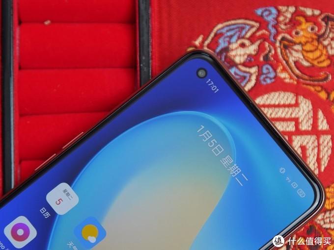 与科技的融合 新年你需要一条锦鲤 realme真我V15国潮手机评测