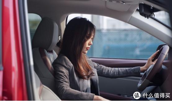 新年开新车,女白领元旦买下新宝骏RS-5给自己当新年礼物