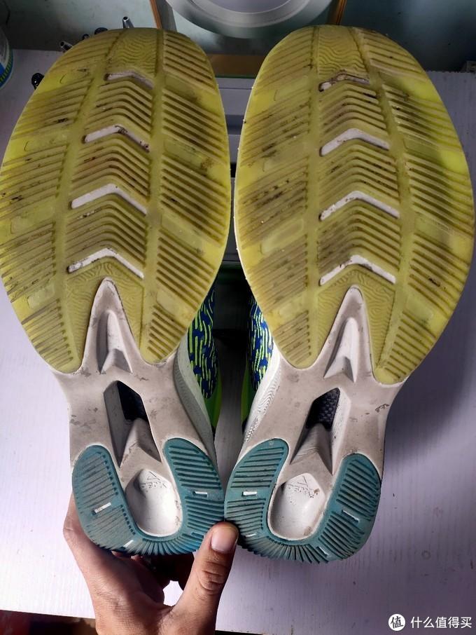 没有清洁的鞋底