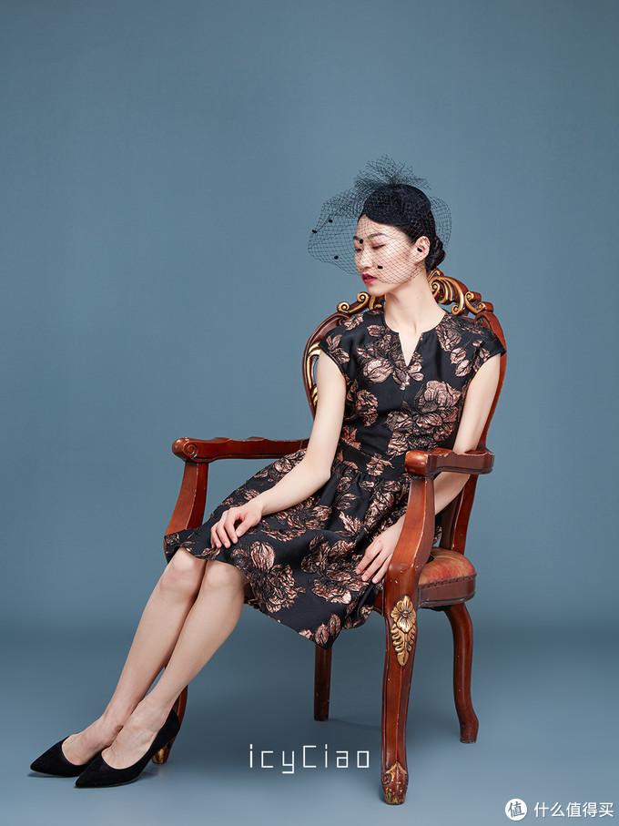 高贵黑花团锦簇 熠熠丝光感是低调的华丽 ,你的内涵完美被呈现。