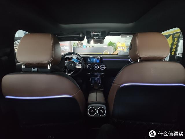 奔驰A级改64色氛围灯,原车系统语音控制