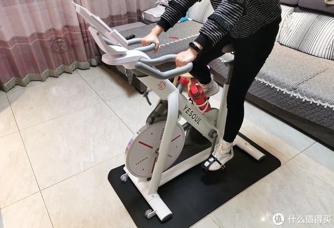 国产品牌推出室内健身器材,磁控阻力实景骑行,占地0.5平方米