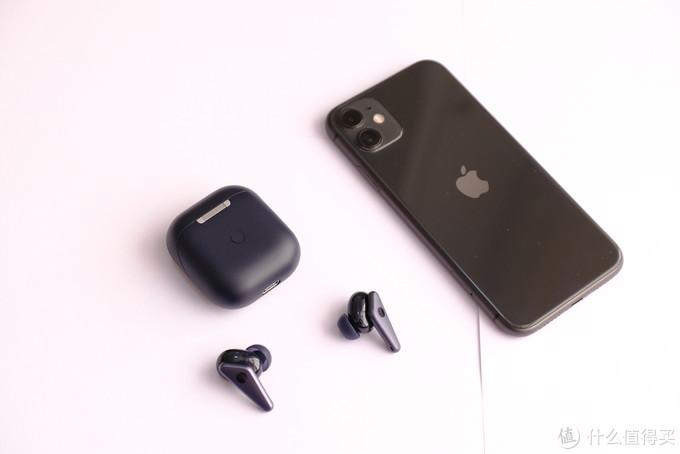 充电盒与iphone 11大小对比