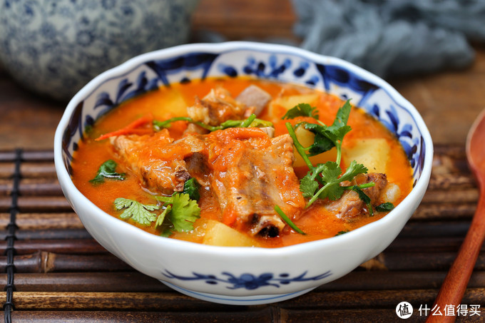 大冷天我家经常炖这汤,荤素搭配尤其开胃,暖融融的一锅喝个精光