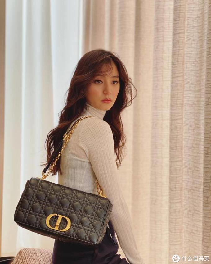 拎包记 VOL.11:下一个爆款?全新Dior Caro链条包,制作工艺揭秘,CD Logo还蛮大!
