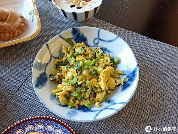 娘儿俩的快手早餐,肉蛋奶果蔬都齐全,网友:跟钟南山的早餐一样