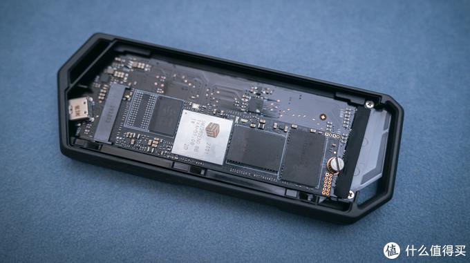 256G MacBook Air 不求人! 海康威视C2000 Pro 2T+ROG硬盘盒