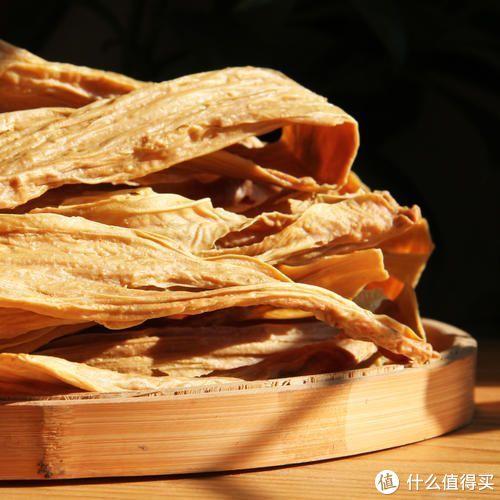 """清流豆腐皮,制成前还得再用浓缩豆浆""""洗个澡""""才行"""