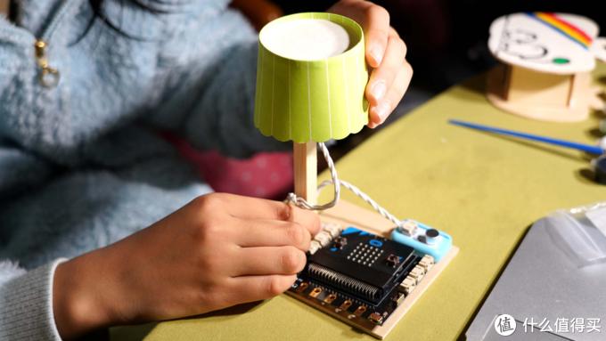 你不会用编程造物,但孩子能做到:适合春节孩子礼物的造物粒子编程套件评测