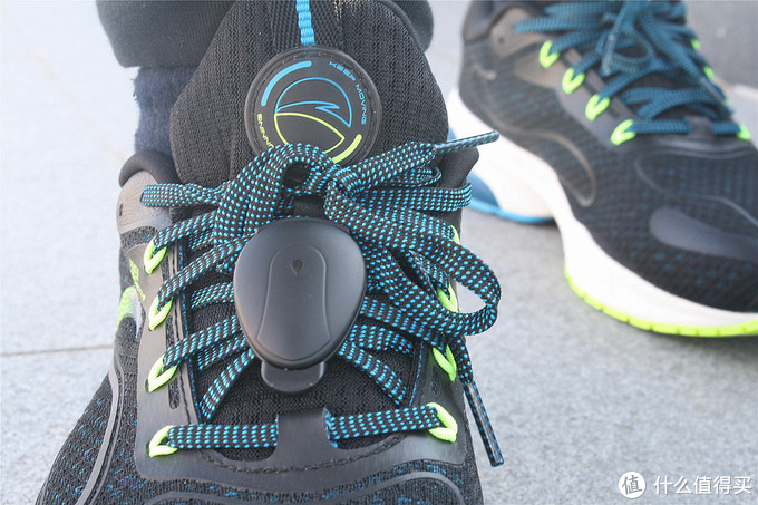 大数据跑鞋到底是不是智商税:安踏X咕咚联名跑鞋开年跑简评