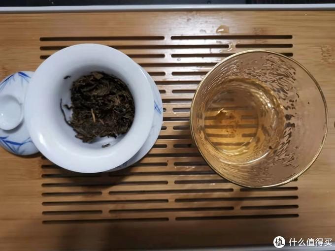 洗茶,一遍即可,即冲即出,记得洗茶之前要温杯哦