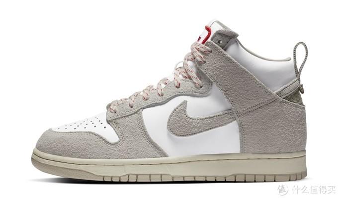 外侧,锯齿缝线细节位于鞋带起始处和swoosh与固定带接合处,摘自sole collector