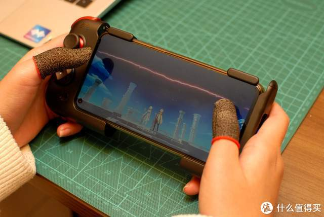 北通G2游戏手柄与电竞指套:新形态的创意组合,超爽游戏体验