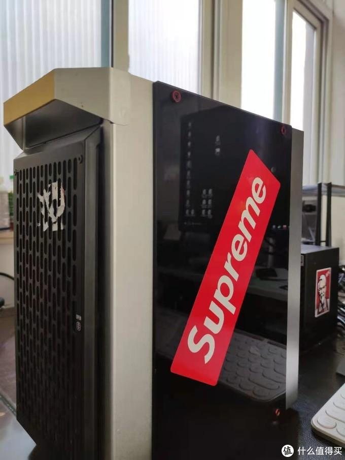 """(图中""""SUPREME""""标识为不干胶装饰贴纸,非机器真实品牌)"""