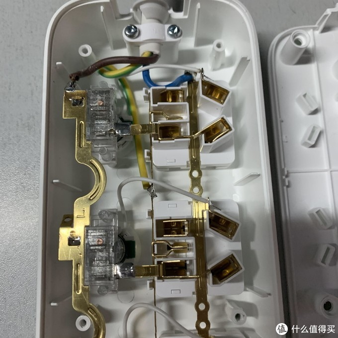 爱国者aigo六位六控延长线插座试用评测