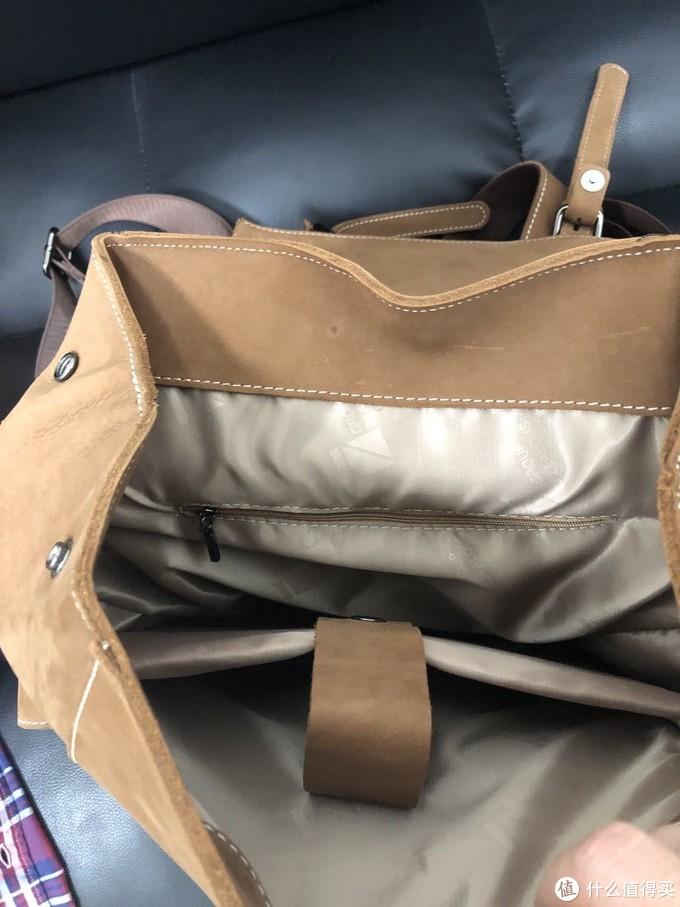 主袋比较大,有笔记本隔层,内袋拉链比较涩,差评,内衬布很厚实,好评