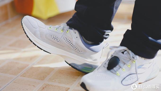 咕咚和安踏的联名之作,大数据跑鞋的讲究
