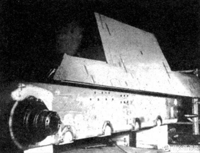 保时捷猎虎底部车体开孔图示