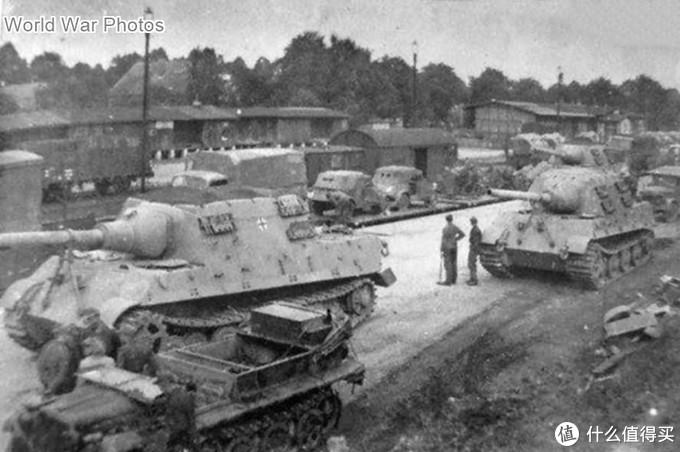 底盘编号为305006,305007和305008的保时捷猎虎,制造于1944年8月,并于9月交付第653重装甲歼击营。这也是该营接收的第一批猎虎。1944年9月到10月,该营在法灵博斯特尔(Fallingbostel)接受猎虎的适应性训练。