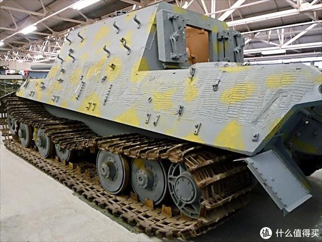 现存于英国博文顿坦克博物馆的305004号猎虎,注意左侧第三负重轮组依旧为缺失状态。这是2018年10月前的涂装