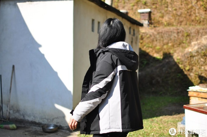 一件可以发光发热的外套,刚好寒流来袭,山上特别冷