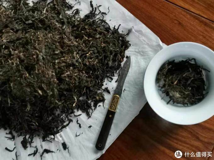 到这里,撬茶就告了一个段落了,得益于茶刀还有技巧啊,当然也因为手工压制