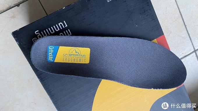 自带ortholite鞋垫(高端跑鞋标配)