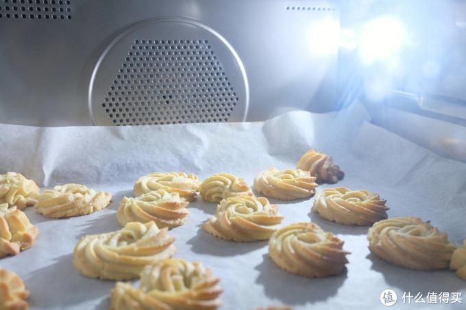 在家也能做烧烤玩烘焙,厨房全能选手——美的鸿蒙燃卡料理炉