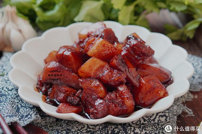 腊月气温骤降,炖上一锅土豆五花肉,鲜香美味和米饭很配
