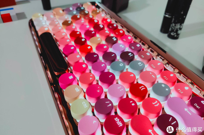 72个流行口红色号,洛斐圆点键盘评测:女生痴迷,男生也会爱它