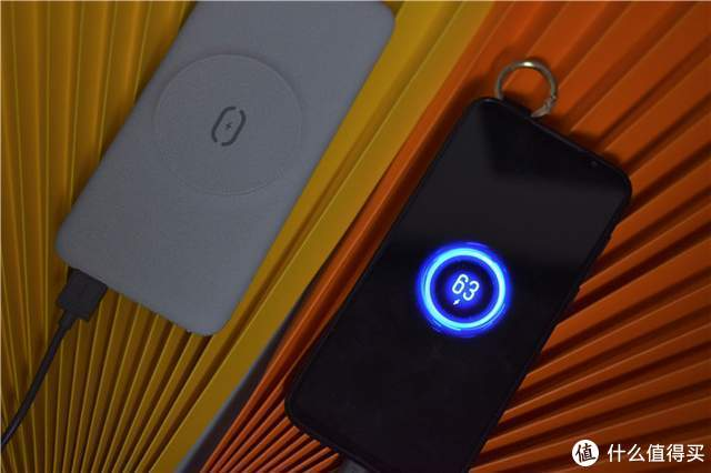 解锁iPhone 12充电新姿势,麦多多磁吸无线充电宝体验