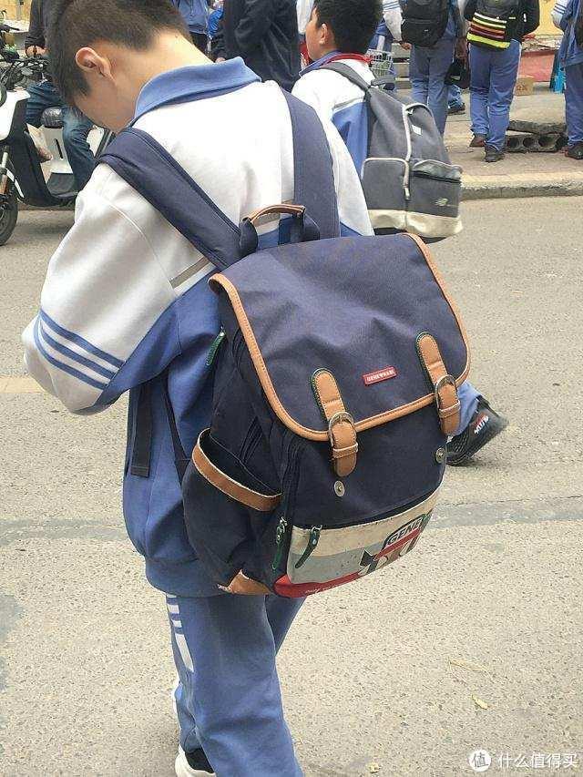 仅一杯奶茶重量的书包 三防面料/护脊/胸扣它都有 GMT for Kids儿童书包的做工惊艳了我