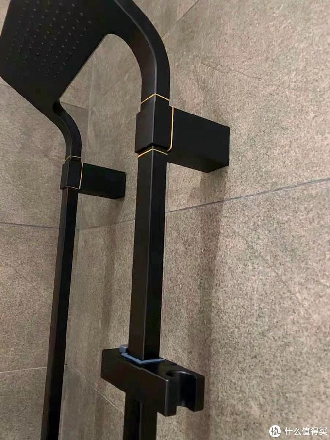 卫生间安上新的黑色花洒啦!也太好用了叭!🥺