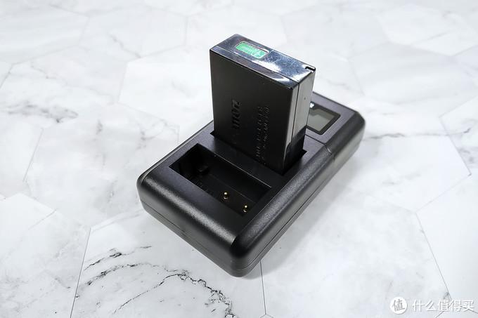 记录珍贵时刻岂能被续航束缚,XTAR VN2智能屏显充电器帮你解决困扰