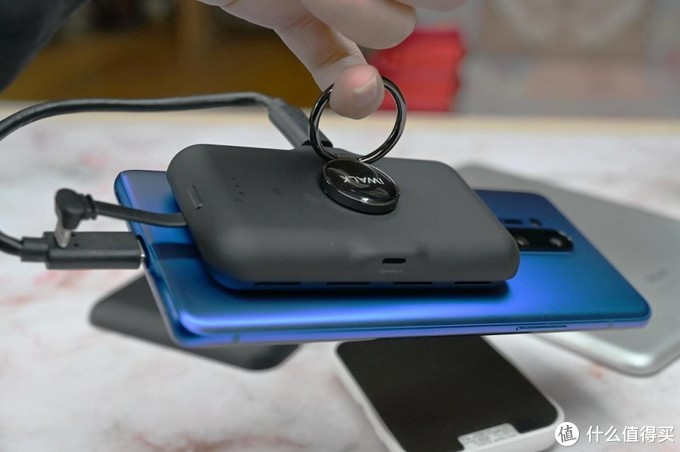会充电的手环支架,iWALK变色龙口袋充电宝体验