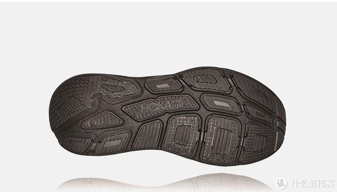 摘自网络:嵌入式的鞋床设计实在是太爽了,它使你的脚整个感觉就是被包裹着,整个脚完全陷进去,就像躺在一个软软的沙发上,让你特别有安全感。  穿上这个跑鞋感觉脚就不太会累,不管是跑步还是走路都很舒服,难怪跑超级马拉松以及越野赛的人这么喜欢这个牌子,100多公里的路程跑到后来真是全靠毅力支撑,如果脚再非常不舒服的话真是难以支撑下去!