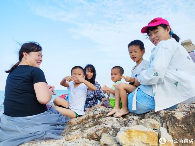 顺便到海边玩一玩,满足一下小朋友们的挖沙欲。