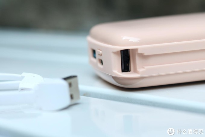内外兼修,更容易令人爱不释手的充电宝:iWALK小飞象