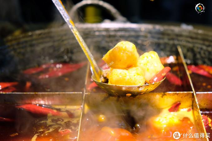 带外地人吃重庆老火锅,老居民楼里的微辣体验,却吃得满头大汗