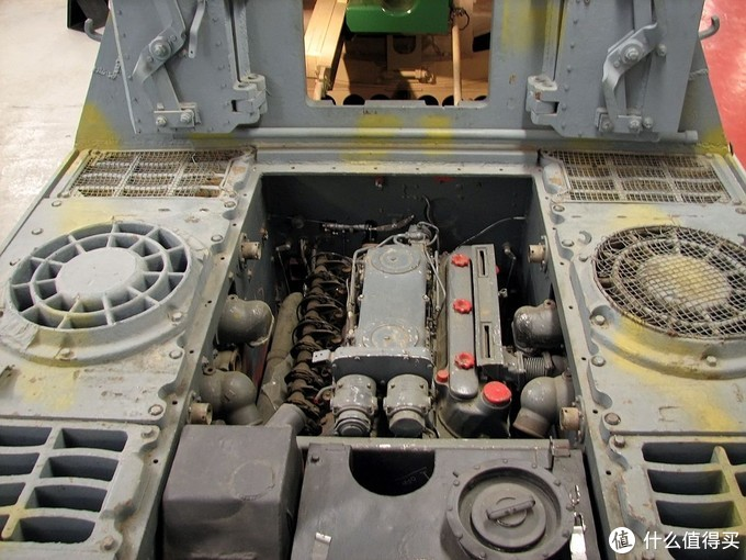 实车的相同位置,发动机已经拆掉了空气滤清器